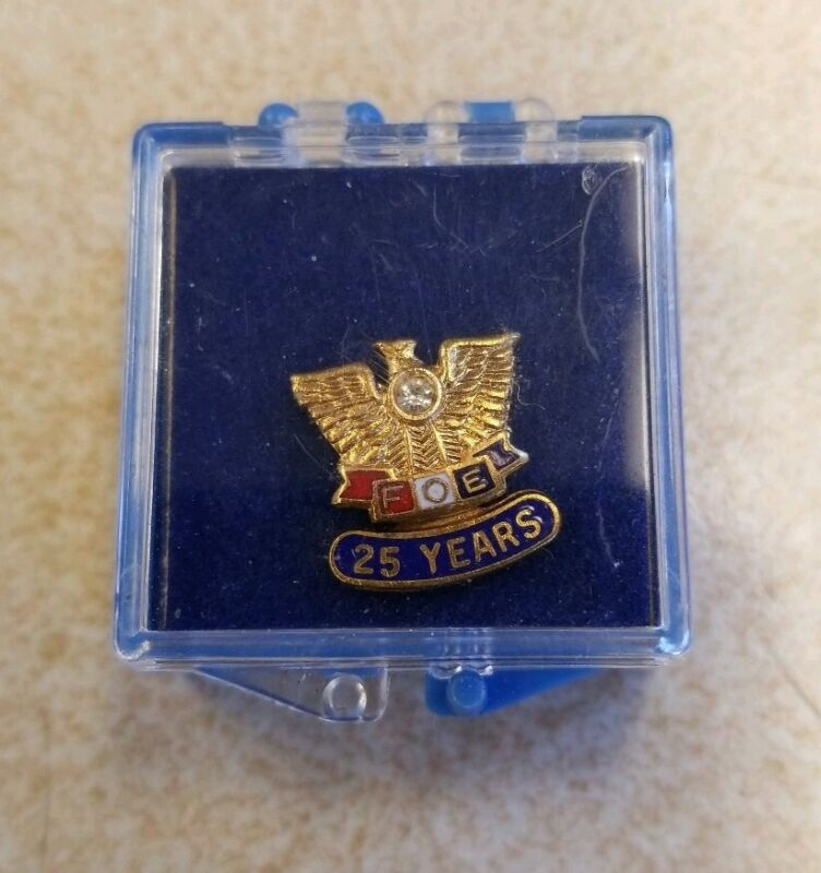 VINTAGE FOE~ FRATERNAL ORDER OF EAGLES~ PIN 25 YEARS with FAUX DIAMOND IN BOX