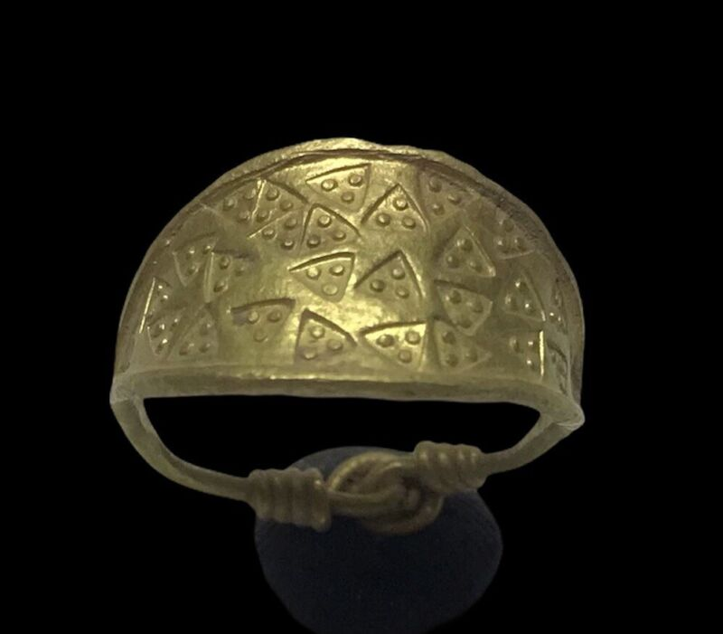 STUNNING ANCIENT VIKING GOLD RING  KNOT DRAGON TEETH- CIRCA 9th/10th CENTURY