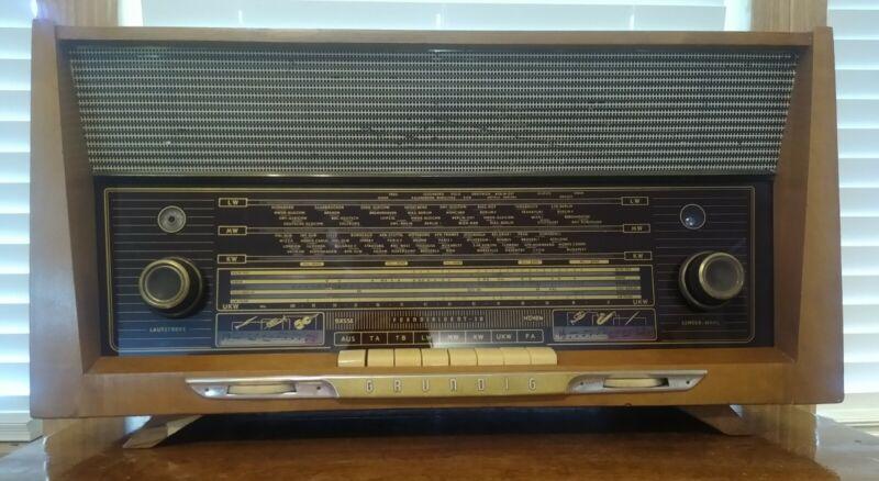 Vintage Grundig Model 3095/56 Ferndirigent Tabletop Working AM/FM/SW Tube Radio