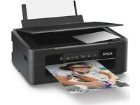 Multicolor printer, copy and scan, wireless and included with black and white ink