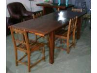 Stunning 7ft long solid wood extending dinning table in excellent condition