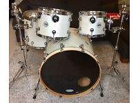DW Performance Series run kit, White SIGNED BY AARON SPEARS