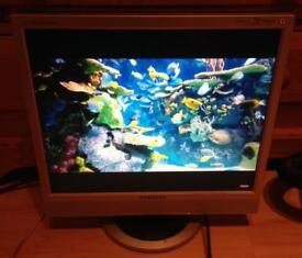 "Samsung 17"" Monitor with speakers"