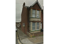 No agent fees! Double Bed in Shared House In St Thomas, furnished. Mature Student