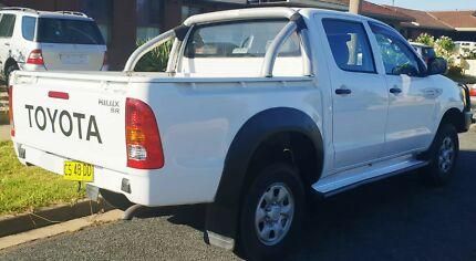 Toyota Hilux SR Diesel Dallas Hume Area Preview
