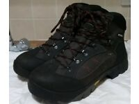 Men's Mckinley Hiking Boots Size 11 Vibram Soles Waterproof