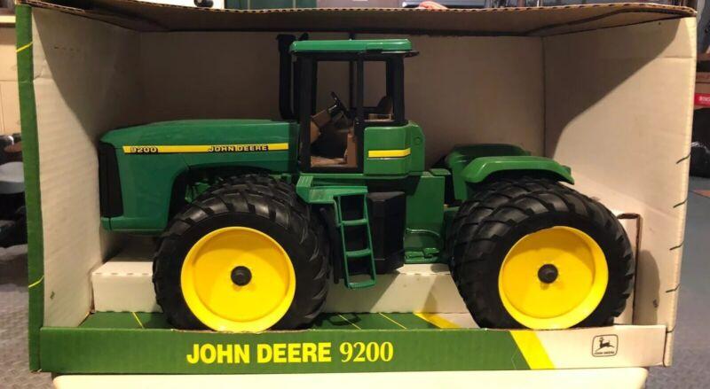 John Deere tractor 9200 Narrow Triples. 1/16 scale ERTL toys #15009