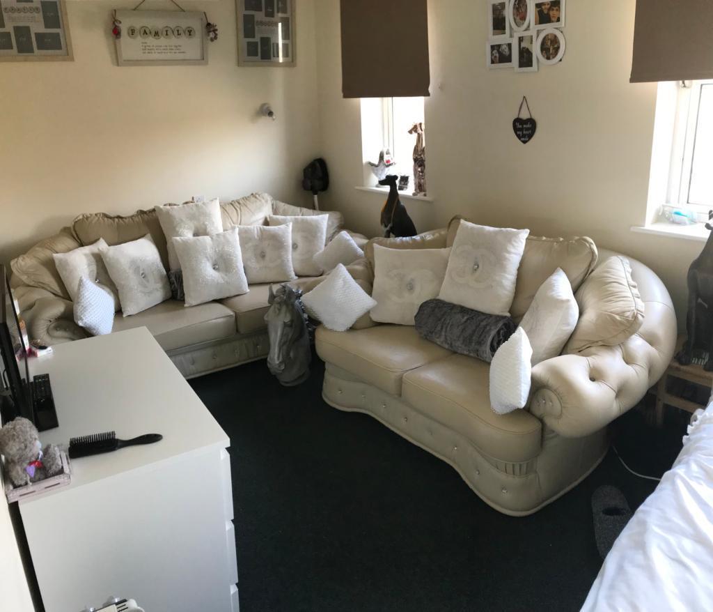 Italian Leather Sofa Gumtree: In Kingsclere, Berkshire