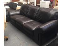 ** BROWN REAL LEATHER 3 SEATER SOFA SETTEE IN GOOD CONDITION **