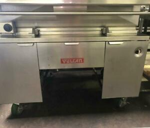 Vulcan G400 Commercial 40 Gal. Tilting Skillet Natural Gas - REFURBISHED