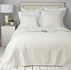 THE WHITE COMPANY QUILT / BEDSPREAD / THROW 100% SILK Langham Collection NEW WITH TAGS £300