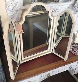 Lovely Cream Triple Mirror Set