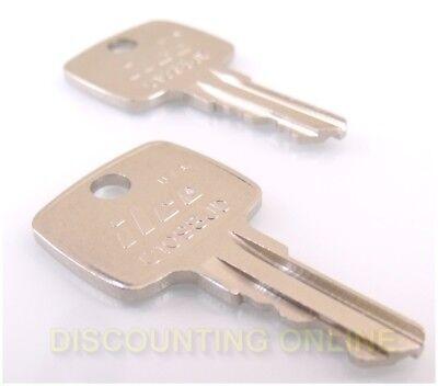 Fits John Deere 2 Keys Ar51481 955 4200 4300 4400 4500 4600 4700 5200 5300 5400