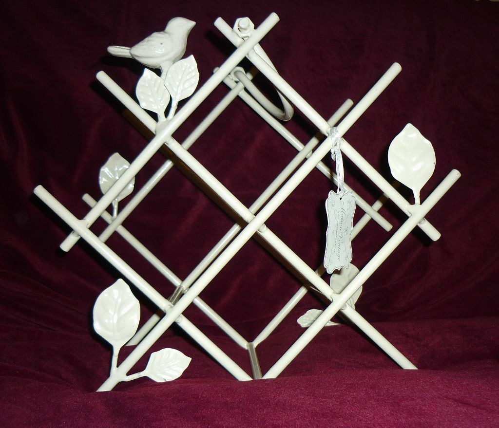 New maison vintage white wine rack with bird decoration for Decoration maison white