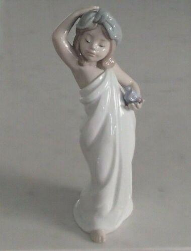 "Lladro 6799 ""Just Like - New"" girl in towel w blue perfume bottle - MWOB, RV$175"