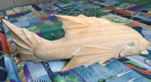 """VINTAGE LARGE WOODEN FISH CARVED DECORATIVE 17"""" L x 7"""" H x 4"""" D EXC COND"""