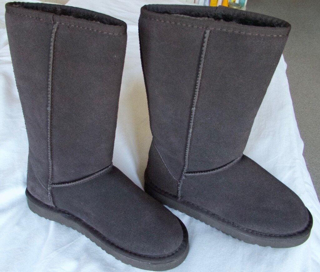 New Genuine UGG BOOTS in box, Brown, Size 5.5 UK