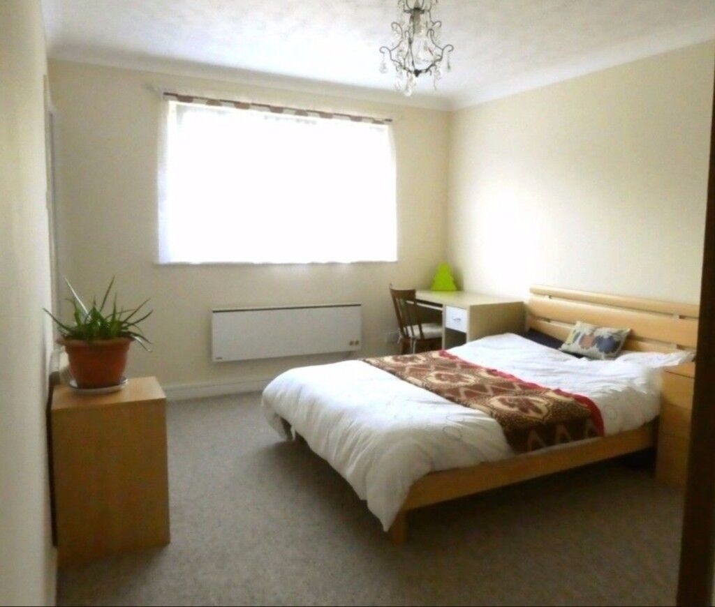 SUPERB DOUBLE BEDROOM AVAILABLE NEAR CANADA WATER UNDERGROUND STATION. £150P/W. CALL; 07506726838
