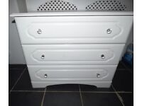 WHITE CHEST OF DRAWERS WITH CRYSTAL KNOBS EX COND