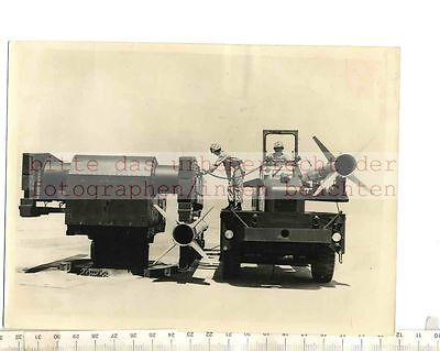 ORIGINAL PRESSEFOTO: TERRIER SUPERSONIC MISSILE EMPLOYED AS ANTI AIRCRFT DEFENCE