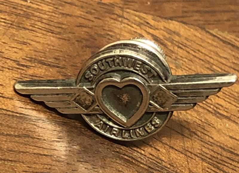 Southwest Airlines Wing Type  1 Year Service Pin Metal
