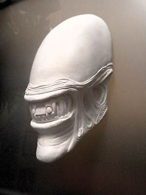 NEW! AVP ALIEN vs PREDATOR HEAD BUST MOVIE PROP REPLICA