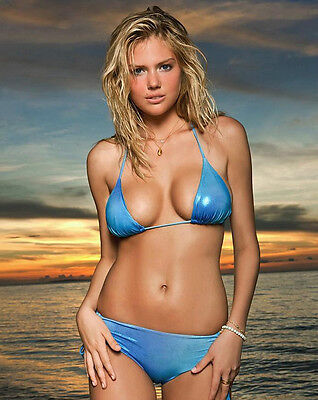 "Kate Upton in a   8"" x 10"" glossy photo 248901 on Rummage"