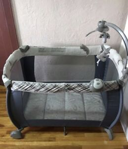EDDIE BAUER PLAYPEN ALMOST NEW BARELY USED (PET&SMOKE FREE HOME)
