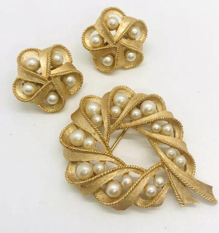 Beautiful TRIFARI Faux Pearl Brooch & Earrings Demi Trifarnium Vintage Jewelry