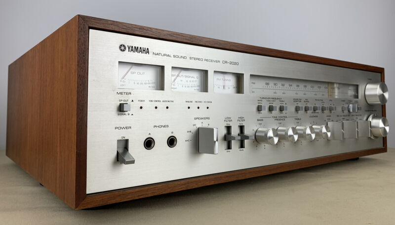 YAMAHA CR-2020 RECEIVER VINTAGE STEREO - VERY NICE