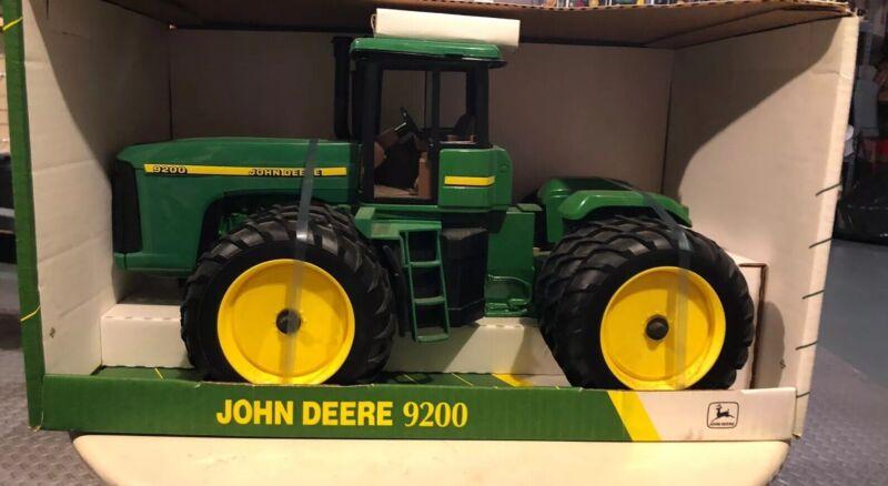 John Deere tractor 9200 Narrow Triples 1/16 scale ERTL toys #15009