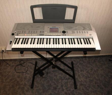keyboard yamaha psr s500 mit st nder in brandenburg wandlitz musikinstrumente und zubeh r. Black Bedroom Furniture Sets. Home Design Ideas