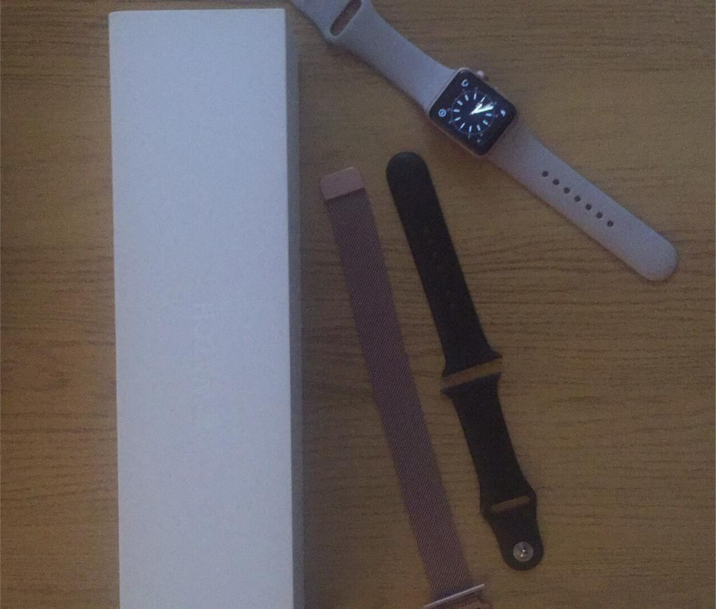 Apple Watch 38mm Rose Goldin Leven, FifeGumtree - Series 1 Apple Watch in excellent condition. Owned since May and has had a smash proof liquid screen cover since leaving the shop. Selling with black sport style strap and rose gold chain style strap