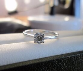 18ct White Gold .41ct Round Solitaire Diamond Engagement Ring Size M Looks New