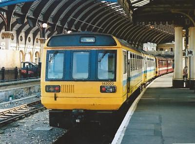 142022 Arriva TNorth 6x4 Quality British Rail Photo