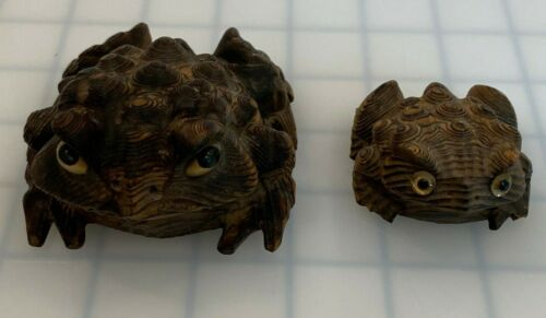 VINTAGE JAPANESE WOODEN HAND CARVED FROGS TOADS CRYPTOMERIA