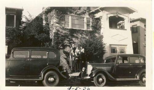 1936 ANTIQUE VINTAGE ORIGINAL PHOTO CARS FAMILY POSED BETWEEN SUICIDE DOORS