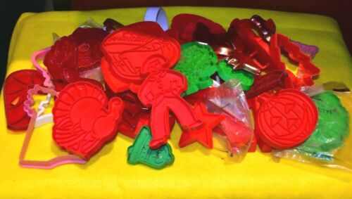 VINTAGE CHRISTMAS COOKIE CUTTERS PLASTIC, METAL WITH HANDLES LOT OF 40