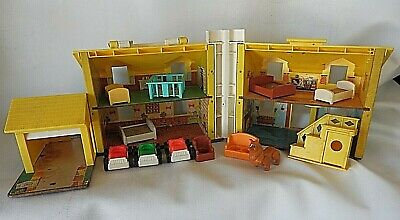 Vintage 1969 Fisher Price Little People Family Play House Yellow Roof 952
