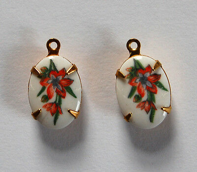 VINTAGE 2 WHITE FLORAL FLOWER PAINTED PRINTED GLASS OVAL PENDANT BEADS 11 x 14mm