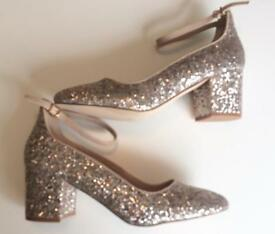Women's gold glitter shoes size 6
