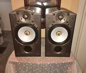 Highly Sought After Paradigm Stand-Mount Speakers	Studio 20 v.4