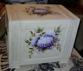 WOODEN BOX HAND PAINTED WHITE WITH HYDRANGEA FLOWERS