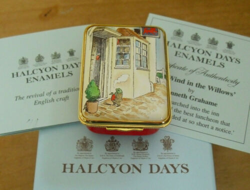 Boxed Ltd Ed Halcyon Days The Red Lion - The Wind In The Willows Enamel Box