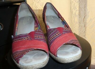 TOM'S Women's orange red native beautiful espadrilles WEDGES size 9.5 W SALE!!! (Hello Kitty Toms Shoes)