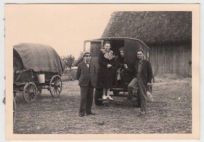 (F29013) Orig. Foto Frankreich 1940, Franzosen am Pkw a. Bauernhof
