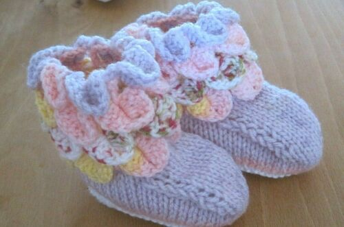 HAND+MADE+STUNNING+ENGLISH+COTTAGE+GARDEN+LILAC+BOOTEES.+AGE+3-6m.