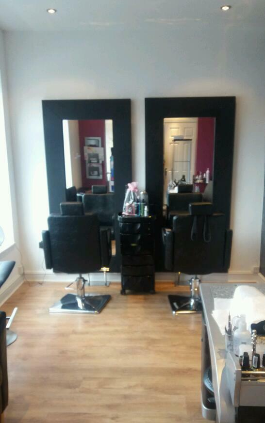 Hairdresser and barber wanted