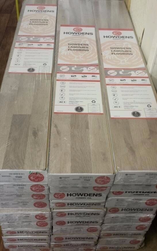 HOWDENS GREY WOOD EFFECT LAMINATE FLOORING (price per square metre)