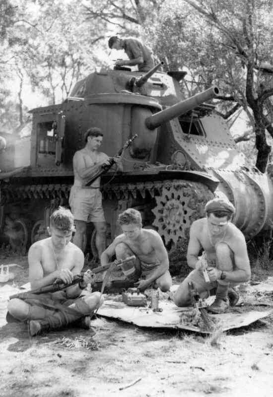 WW2  Photo Australian M3 Tank Small Arms Australia WWII World War Two ANZAC